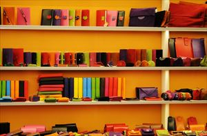 1-2.shelf-384558_1280-min_R