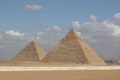 2.pyramid-195009_1280-min_R