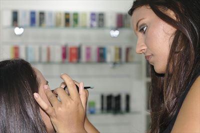 6.makeup-395044_1280-min_R