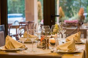 9-6.restaurant-449952_1280-min_R
