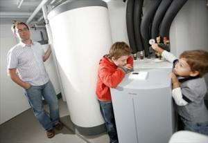 4人家族平均生活費に占めるお父さんのお小遣い事情heat-pumps-393059_1280_R