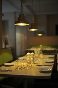 4人家族生活費をいつのまにか増加させている外食table-625611_1280_R