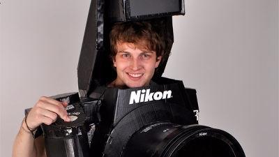 http://gigazine.net/news/20111029_nikon_man/