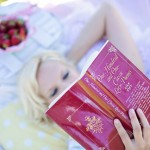 s_woman-reading-887274_960_720