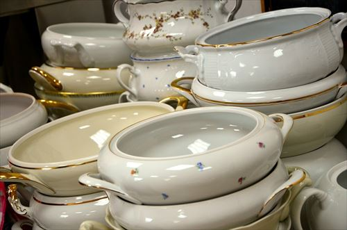 9.gold-trim-dinnerware-629365_1280-min_R