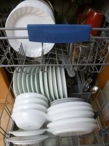 6食洗機を使って安く洗いものをするdishwasher-449158_1280_R
