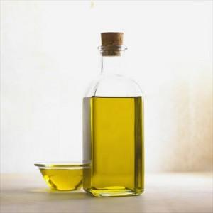 5油ものはささっと手洗いして他の食器に油をつけないolive-oil-356102_1280_R
