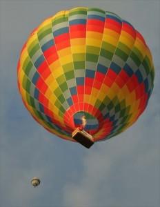 個人事業主の経営する会社が金運をあげる方法8選hot-air-balloon-586693_1280_R