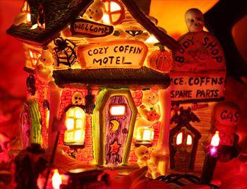 出典Cozy Coffin Motel / kevin dooley
