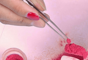 http://ja.aliexpress.com/item/1pc-Free-Shipping-Red-Velvet-Flocking-Powder-For-Manicure-Nail-Art-Enamel-Polish-Tips-Beauty-600220/798874249.html?recommendVersion=1