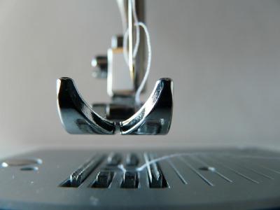 s_sewing-machine-315382_640
